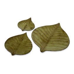 iMax - Hoja Decorative Plates, Set of 3 - Green Leaf glass Hoja decorative Plates, set of three.