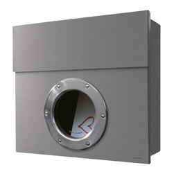 Radius Design - Letterman I, Silver - Letterman I is a practical mailbox with a striking porthole and an excellent finish. The mailbox is available either in stainless steel or nickel-plated, powder-coated steel.