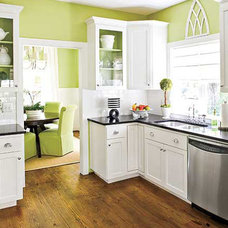 Crisp, Green Kitchen < Gorgeous Green-Hued Kitchens - MyHomeIdeas.com