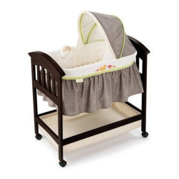 Summer Infant - Summer Infant Classic Comfort Fox & Friends Wood Bassinet - The Classic Comfort Wood Bassinet from Summer Infant is a timeless addition to any home or nursery. It's a safe, comfortable place for your baby to sleep during their first few months home. Calming sounds and vibrations help lull baby to sleep.