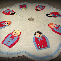 Tree Skirt with Matryoshka Dolls by Baboo Babeau - Is there anything cuter than Russian Nesting dolls? I love this.