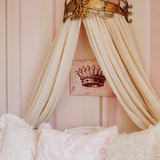 RMS_ajerde-10739830-elegant-gold-bed-crown-kids-room_s3x4_lg.jpg