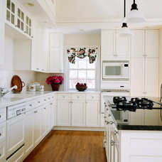 Traditional  by Lily Ann Cabinets