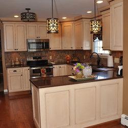 Semi-Custom Medium Sized Kitchen - Linda Fitzsimmons (photo credit)