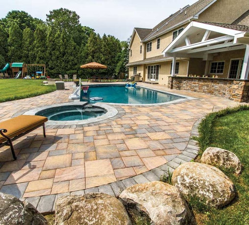 2013 Outdoor Living Catalog Featured Projects - Bristol Stone™, Golden Maple, Random Installation with Old Towne Cobble™ Charcoal Border