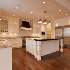 Traditional Kitchen by Bella Homes Inc