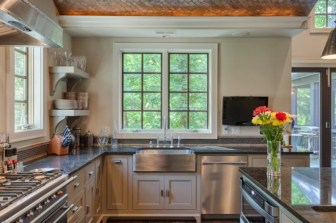 Traditional Kitchen by Glennwood Custom Builders (NC)