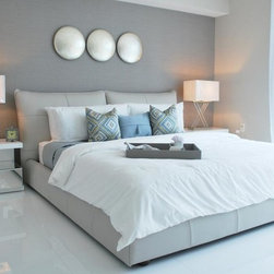 Mondo King Size Bed KFA-B75-K & Cubic Nightstands - Fine Italian Leather bed. Available in Off White and Light Grey leather.