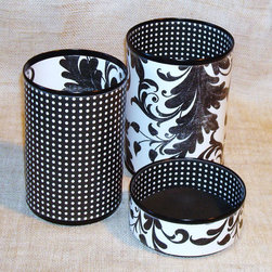 Black and White Pen and Pencil Holder - Let's add some more glam accessories to the desktop. I love these pen, pencil and paperclip cups!