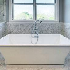 Contemporary Bathtubs by Olson Defendorf Custom Homes