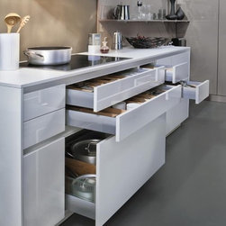LEICHT Contino - LEICHT Kitchen Cabinets  easy to imagine in New York kitchens where every inch counts.