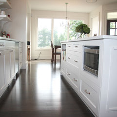modern kitchen islands and kitchen carts by Arts Custom Woodcrafting Inc.