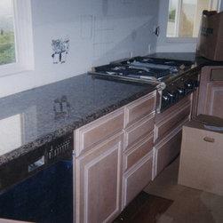 Granite Kitchen Counter Top - Double bullnose edge counter tops before back splash installation