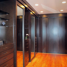 Modern Closet Organizers by Bella Design & Cabinets