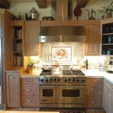 Mediterranean Kitchen by San Luis Kitchen Co.