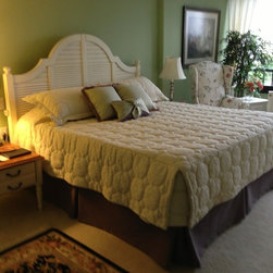 Bedding & Pillows - Tailored bed skirt under a tailored fitted bedspread with coordinating ipillows