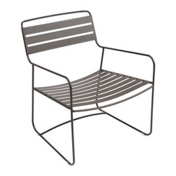 Fermob - Surprising Low Armchair - Fermob - Here is the same comfortable Surprising Lounger, just without the footrest! It is made of steel and has a Cataphoresis finish, which is a very high protection treatment that makes it good for outdoor use. Available in all Fermob colors with a 3 year guarantee. Fermob furniture undergoes several stages of rust proofing followed by two paint stages: a Fermob exclusive process in one of the most efficient plants in Europe. The paint is a DuPont powder, 100 percent polyester, anti UV, deposited electrostatically on the furniture for optimal coverage, then baked at 193 degrees, just like in the car industry. Ecological paint protects both the environment and your health: the powder paints used by Fermob contain no solvents. They are 100 percent recyclable and are recycled in a zero waste installation.
