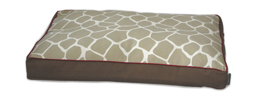 ez living home - Giraffe Memory Foam Topper Pillow Bed Khaki - Your old furry friend may not be quite the fierce hunter he is in his dreams, but don't tell him that. Just let him sleep cozily on this wild animal print covered bed and let the orthopedic memory foam ease his tired joints while visions of running animals dance through his head. The reversible giraffe print in neutral khaki and cream is subtle yet stylish and finished off with a smart red accent trim.