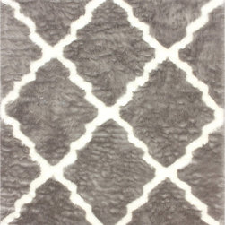 Nuloom - nuLOOM Modern Faux Sheepskin Lattice Trellis Grey Shag Rug (7'6 x 9'6) - This trendy rug features a plush trellis pattern with a modern sheep-skin look. Add a wild feel to your room with this faux fur rug.