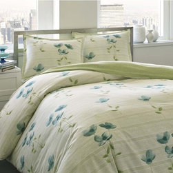 City Scene - City Scene Surrey Garden Cotton 3-piece Duvet Cover Set - Bring beauty to your bedroom with the City Scene Surrey garden duvet cover set. Made from 100-percent cotton,this elegant piece features a poppy floral pattern with a green reverse.
