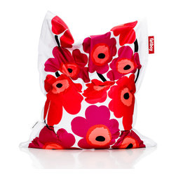 Fatboy - Marimekko Unikko Original, Red - Just like Jackie O' did back in the 60's, I'm going to make heads turn. The iconic Finnish flower pattern printed on my soft canvas comes to life in a whole new way. I will take full responsibility for making the rest of your furniture jealous and I'm okay with that. After all, that's the least I could do for you.
