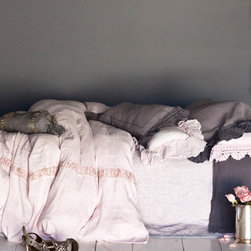 Bella Notte Duvet Cover Celeste Jacquard - I love the soft pastel pink of this duvet set, and the velvet fabric must be so soft and fantastic at the end of the day!
