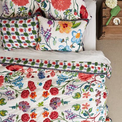 Tuileries Quilt - Don't be afraid of flowers this spring. I'm telling you, they are in, in, in! And this bedding is a great makeover for your bed.
