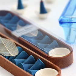 Vance Kitira Blue Ocean - Fragrant Incense-15 incense cones and a ceramic burner, packaged in a rosewood box. New for Spring 2015 Mint (Shown)