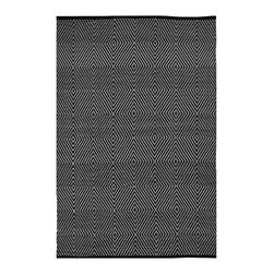 Fab Habitat - Zen - Black & White Rug (2' x 3') - Step onto this diamond and you're sure to hit a home run. This magnificent rug, which sports a series of concentric-diamond patterns, attracts visitors and spectators, and turns them into diehard fans of your home (field).