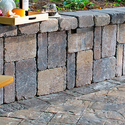 Weston Stone Retaining Walls - The flexibility of Weston Stone® is unmatched. Its natural stone appearance allows for a wide range of applications and design options. This double-sided wall is the ideal choice for garden walls, pillars, outdoor kitchens and planters.