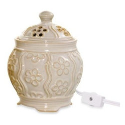 Yankee Candle - Yankee Candle Everyday Ceramic Denby Floral Electric Wax Melts Warmer in Ivory - Designed exclusively for Yankee Candle, this decorative electric warmer made of glazed ivory ceramic is a stylish way to enjoy the exceptional fragrance of Yankee Candle wax melts throughout the year.