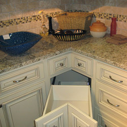 Arlington White Kitchen Cabinets Home Design - We ship out hundreds of Arlington White kitchens each month from our fully stocked warehouses across the US. You can receive your new cabinets in just 7-14 business days!