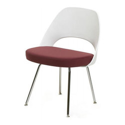 Saarinen Executive Side Chair with Plastic Back - A sleeker version of the Executive side chair, this version has a plastic back, which opens up the opportunity to have a good contrast in color and materials between the seat and the back.