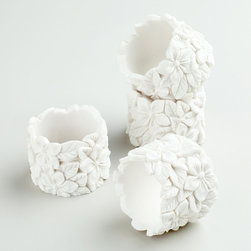 White Floral Napkin Rings - These delicate napkin rings add a touch of floral charm without being too showy.