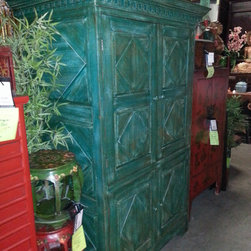 Color of the Year: Emerald Furniture & Decor - http://decordirect.net