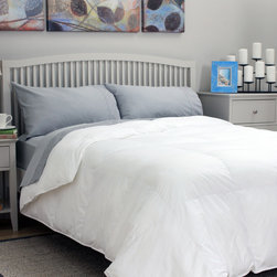 TRUMP Home - TRUMP Home Hypoallergenic Down Alternative Comforter - High quality materials,superior construction and attention to detail create the perfect foundation for the ultimate sleep experience with the TRUMP Home hypoallergenic down comforter.