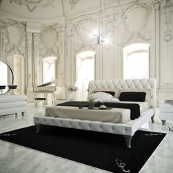 Club Collection Princesa Queen Bed. - Princesa Queen White leather upholstered bed.