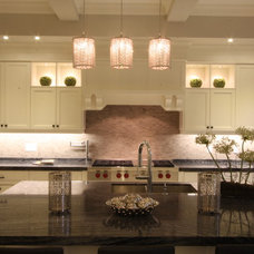 Traditional Kitchen by Memar Architects Inc.