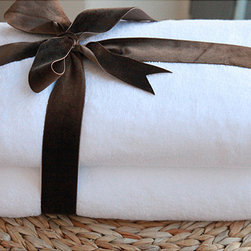 None - Authentic Hotel and Spa Plush Soft Twist Turkish Cotton Bath Towel (Set of 2) - Achieve that always-on-vacation feel with this luxurious white Turkish cotton bath towel set. The set includes two soft and absorbent 54-inch bath towels. With its plush soft twist construction, these lavish towels look and feel high-end.
