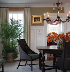 traditional dining room by Robin's Nest