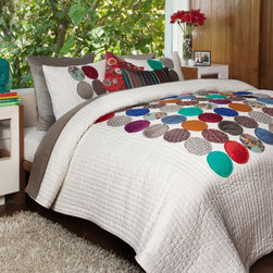 Circles Quilt - Simple circles in bright colors add punch to a patchwork quilt. I think this would be a nice choice for a teen's bedroom.