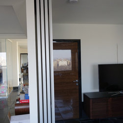 SMART doors in Manhattan penthouse - Reflective glass sliding room divider allows to open/conceal large areas