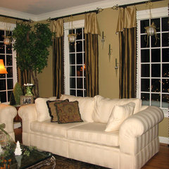 traditional living room by Susan Brunstrum of SWEET PEAS DESIGN INC