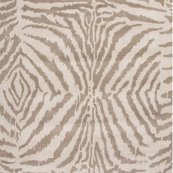 Unknown - Hand Tufted Animal Pattern Grey/ Ivory Wool Area Rug (5' x 8') - Take your home decor to the wild side with this beautiful hand-tufted area rug complete with an animal-print design. Constructed from 100 percent wool,this contemporary rug has a luxurious pile that feels extra soft under your feet.