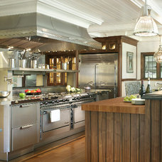 Traditional Kitchen by Passacantando Architects AIA
