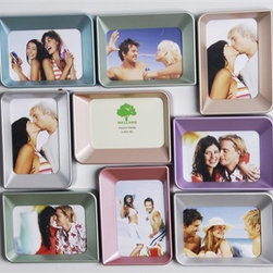 Photo Frames, Picture Frame, Photo Hangers - This photo frame is made of ABS plastic, the color is metallic which processed by special finish. The stereopsis design and the metallic color frame make your photograph looks perfect. You can share your wodnerful memory in this beautiful photo frame set.