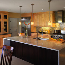 Modern Kitchen Cabinets by IAS Kitchen & Bath Design