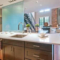 Modern Kitchen by Elizabeth Cb Marsh
