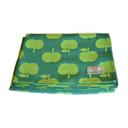 Vita Casalinga - Cotton Table Cloth Rectangular - Granny smith apples have never looked so sweet. This rectangular cotton tablecloth features bright lime green on a textured darker background, providing a shock of rich color that makes mealtime extra special. Machine wash and dry.