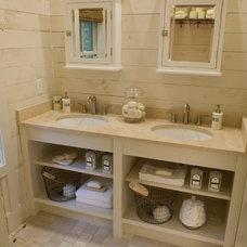 Rustic Bathroom by Pine Mountain Builders, LLC